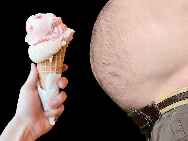 Sorvete e um homem obeso