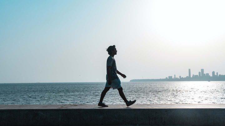 Caminhando na praia -  Photo by Karolina Grabowska from Pexels