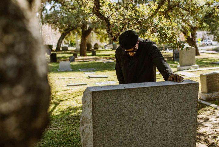 Luta no túmulo de um ente querido - Photo by RODNAE Productions from Pexels